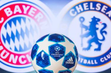 UEFA Champions League Spiel Chelsea gegen Bayern logos