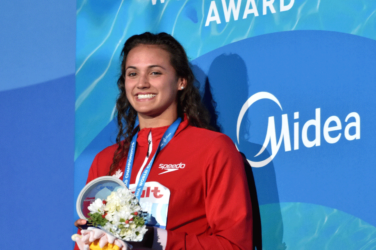 Kylie Masse in the podium with gold medal